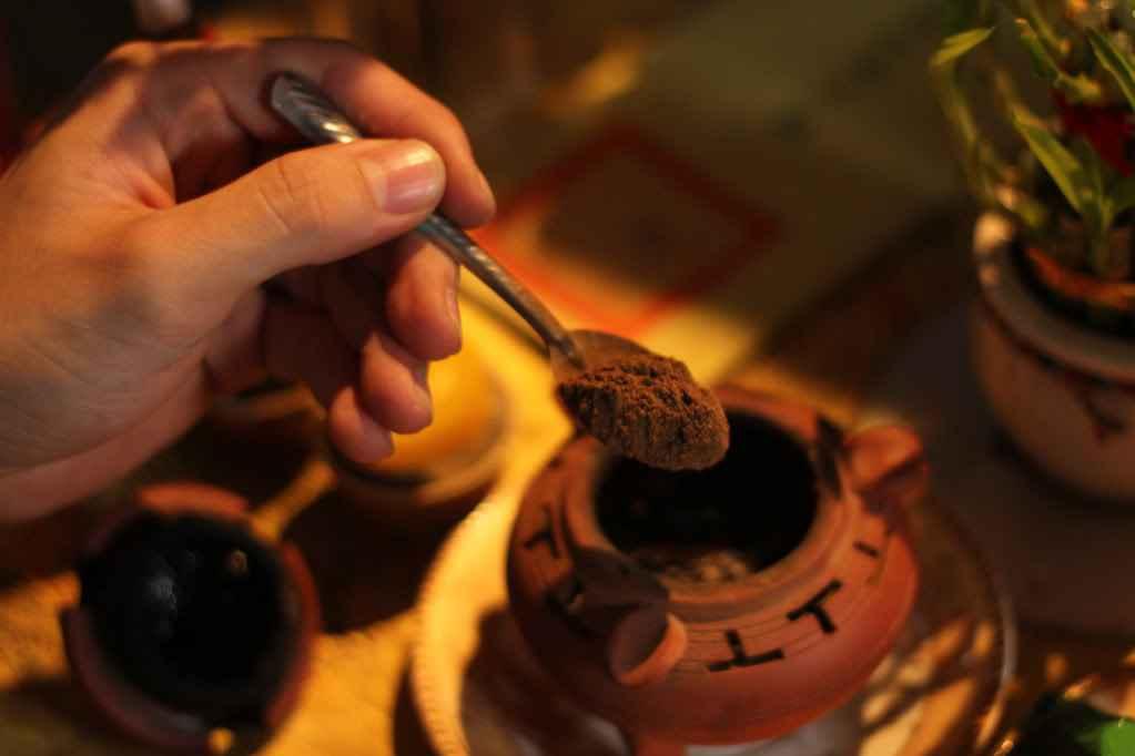 Bột trầm hương xông nhà - Tại sao nên xông trong cửa hàng hay văn phòng? - Trầm  Hương Thiền Việt